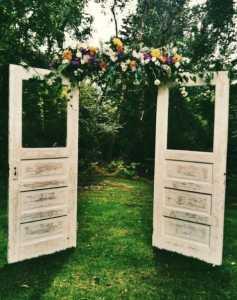 backdrop งานแต่ง ประตูไม้บานเก่า