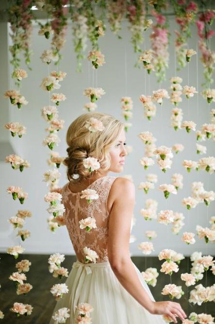 backdrop งานแต่ง สายธารของดอกไม้