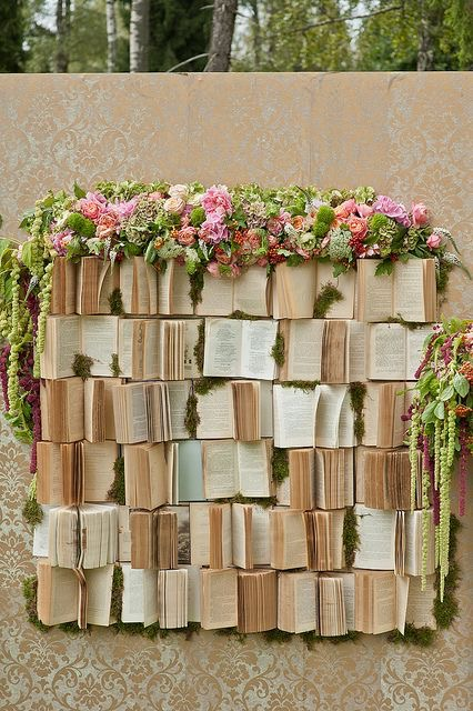 backdrop งานแต่ง หนังสือเก่า