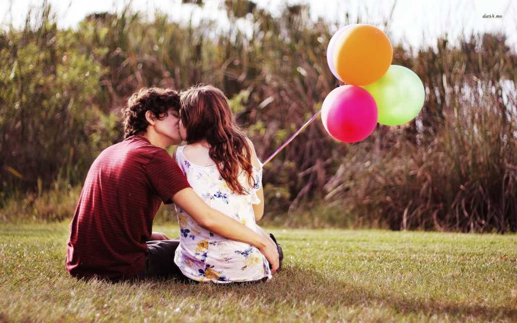 http://www.desktopwallpapers4.me/photography/couple-with-balloons-17439/