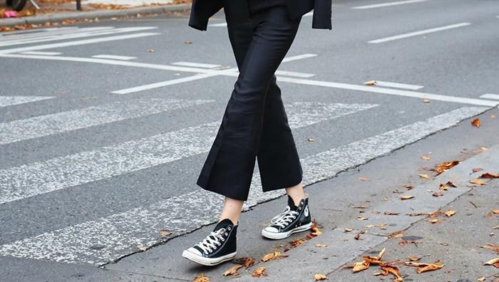 sneakers-autumn-fashion-week-street-style-vogue-vicki-archer-5